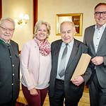 Zum 75. Geburtstag von Erich Posset gratulierten im April die Gemeinderäte Franz Ofner (v. l.) und Beatrix Leeb sowie Bürgermeister Thomas Widrich. <br /> Foto: Stadt Melk / Franz Gleiß