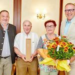 Zur Diamanthochzeit von Maria und Ferdinand Leopoldinger gratulierten Gemeinderat Andreas Lechner (l.) und Bürgermeister Thomas Widrich. <br /> Foto: Stadt Melk / Gleiß