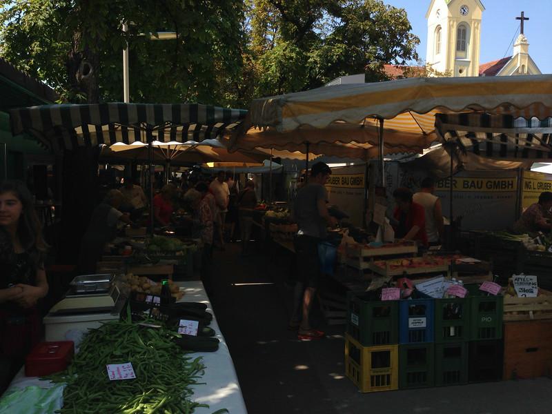 Kaiser-Josef-Markt mit Heilandskirche