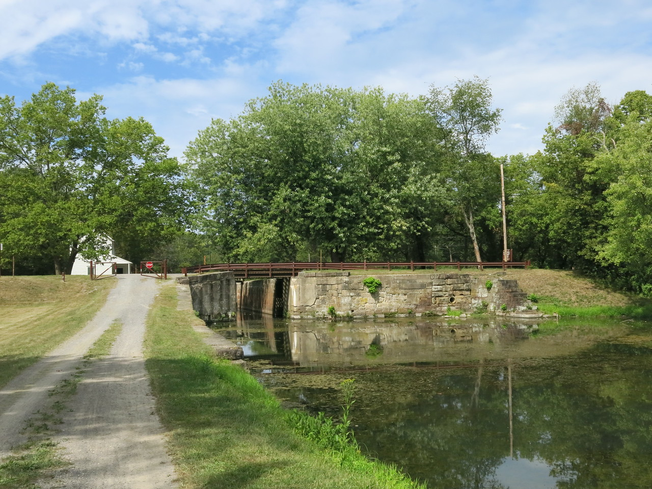 Looking back at the lockhouse, towpath and Lock 70