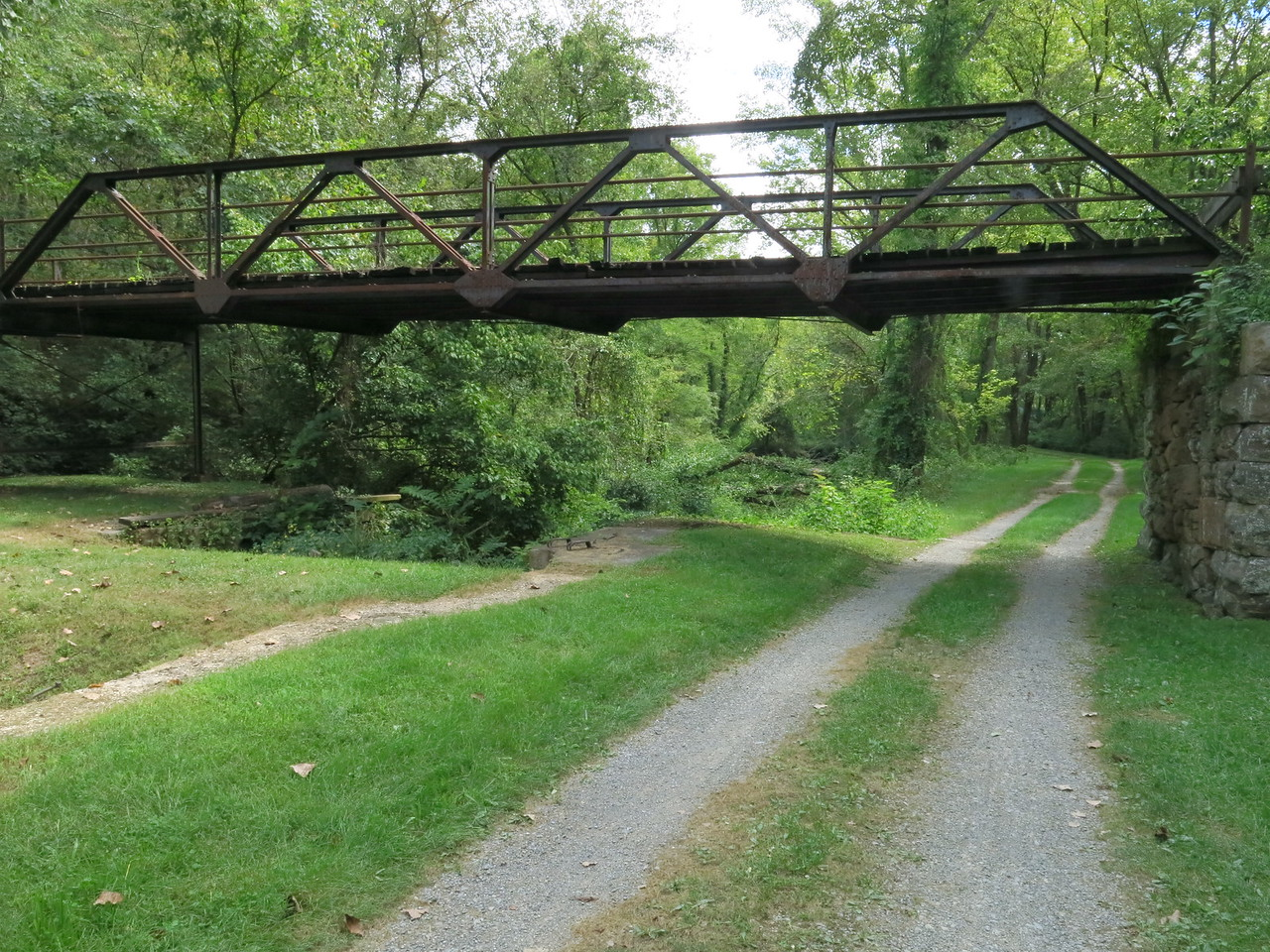 Another view of the bridge and downstream towpath at Lock 68