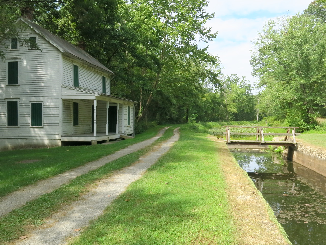 Lock 68, towpath and lockhouse at MP 164.8