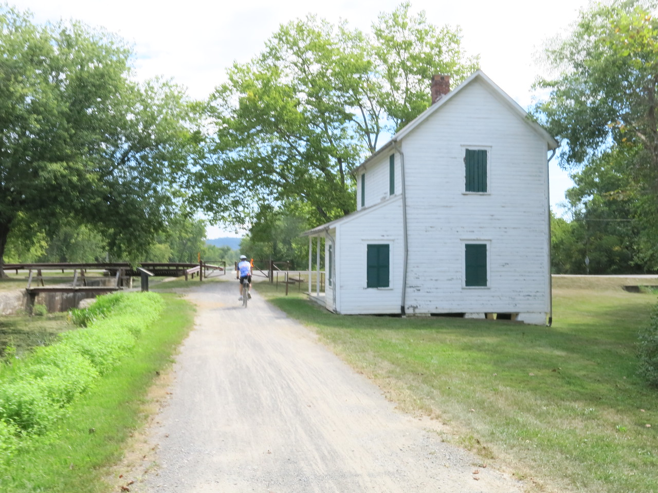 Lockhouse, towpath and Lock 70 at MP 166.7