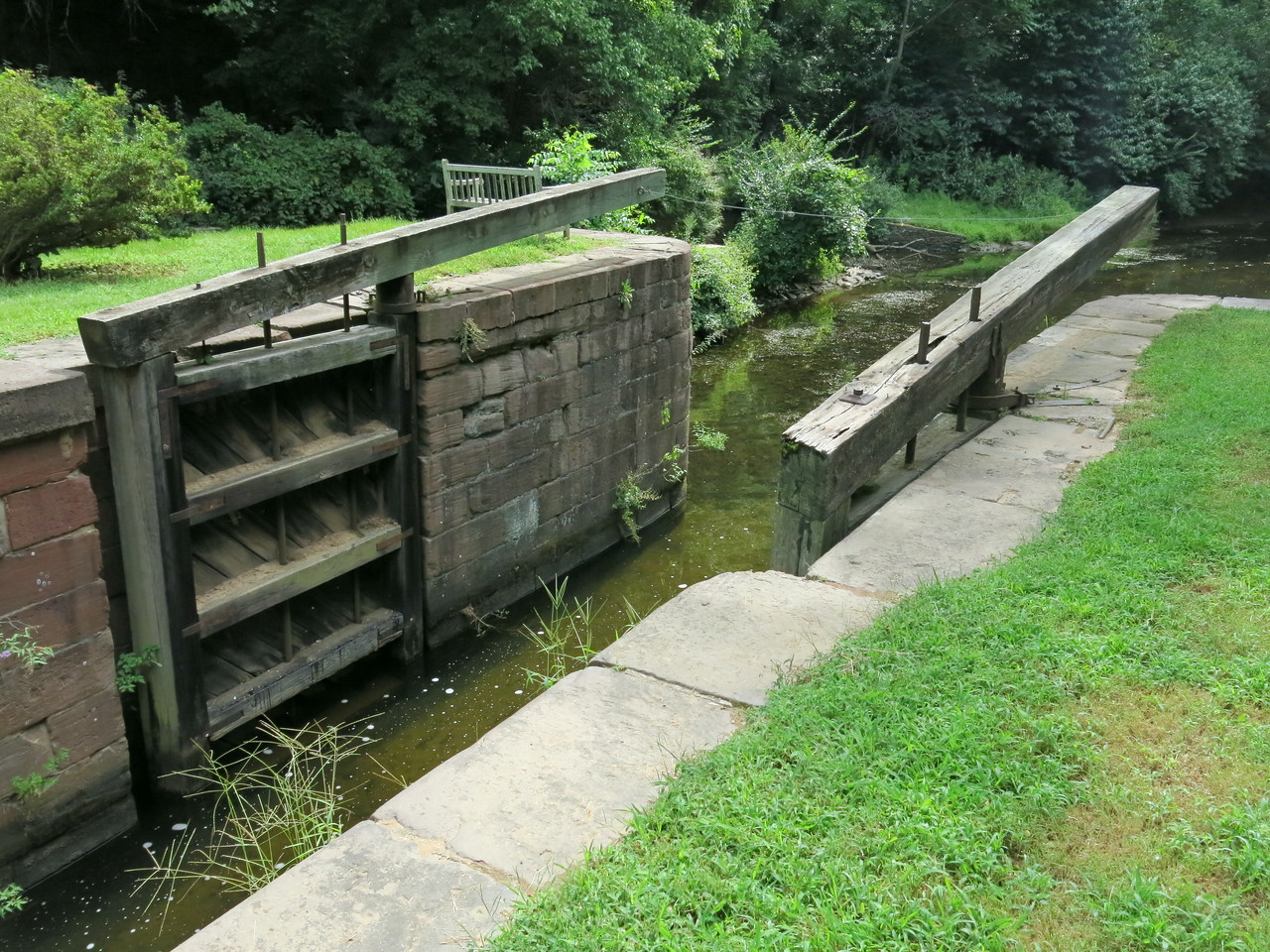 Another view of the downstream gate at Lock 21