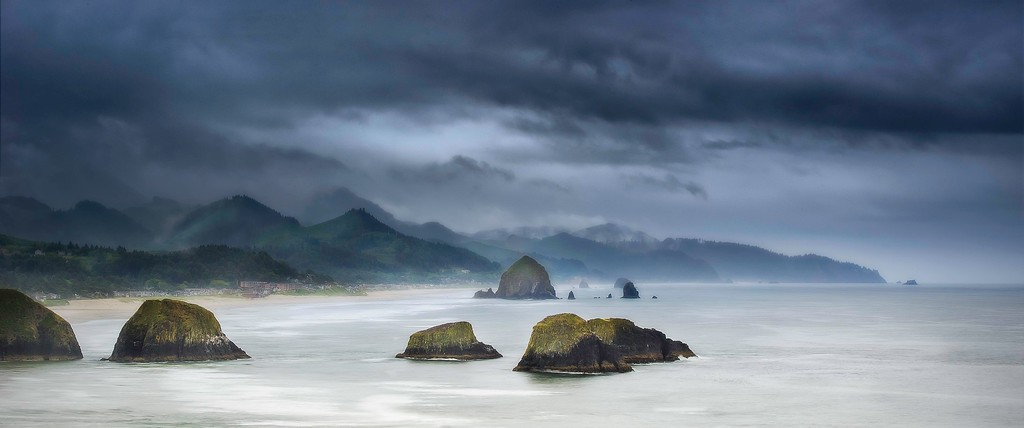 Haystack Rock, Marine Garden; Canon Beach; Oregon; USA