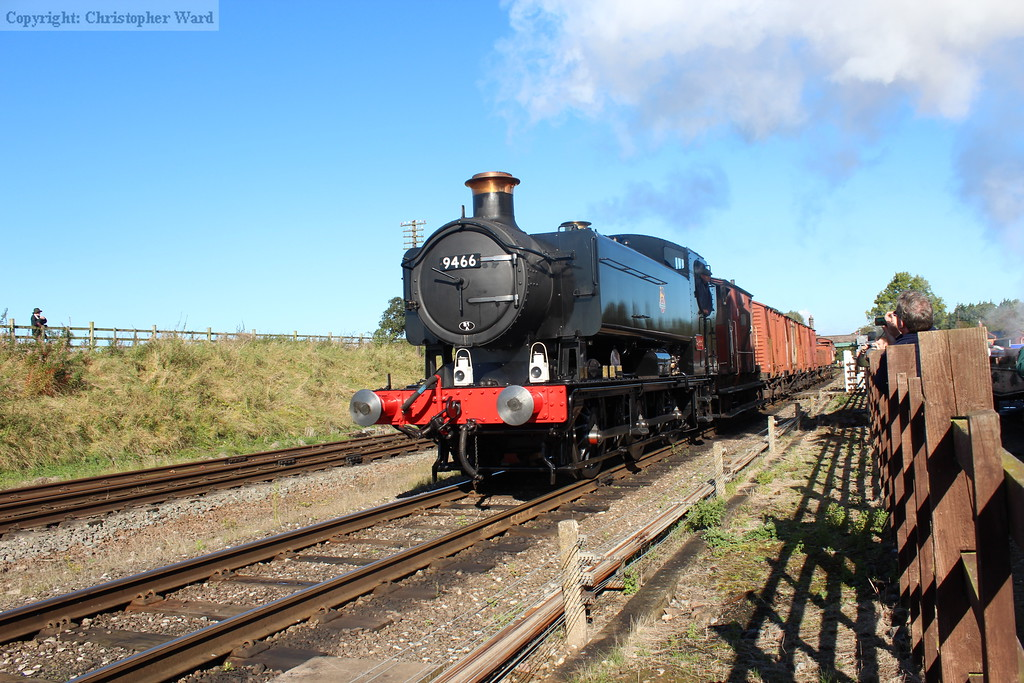 9466 rattles through with the short goods working