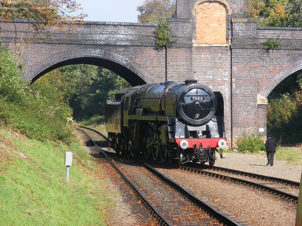 70013 Oliver Cromwell runs round