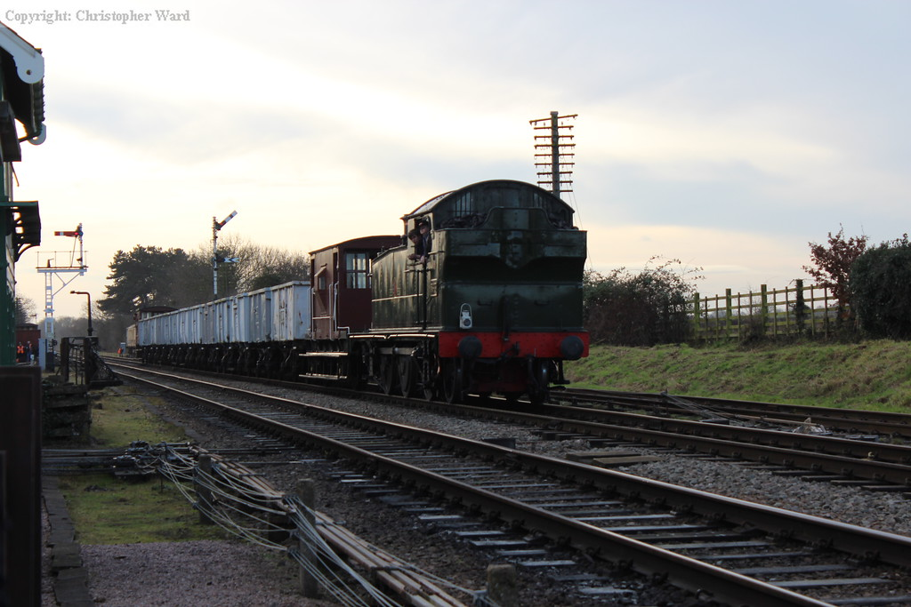 5643 brings the mineral wagons through Quorn