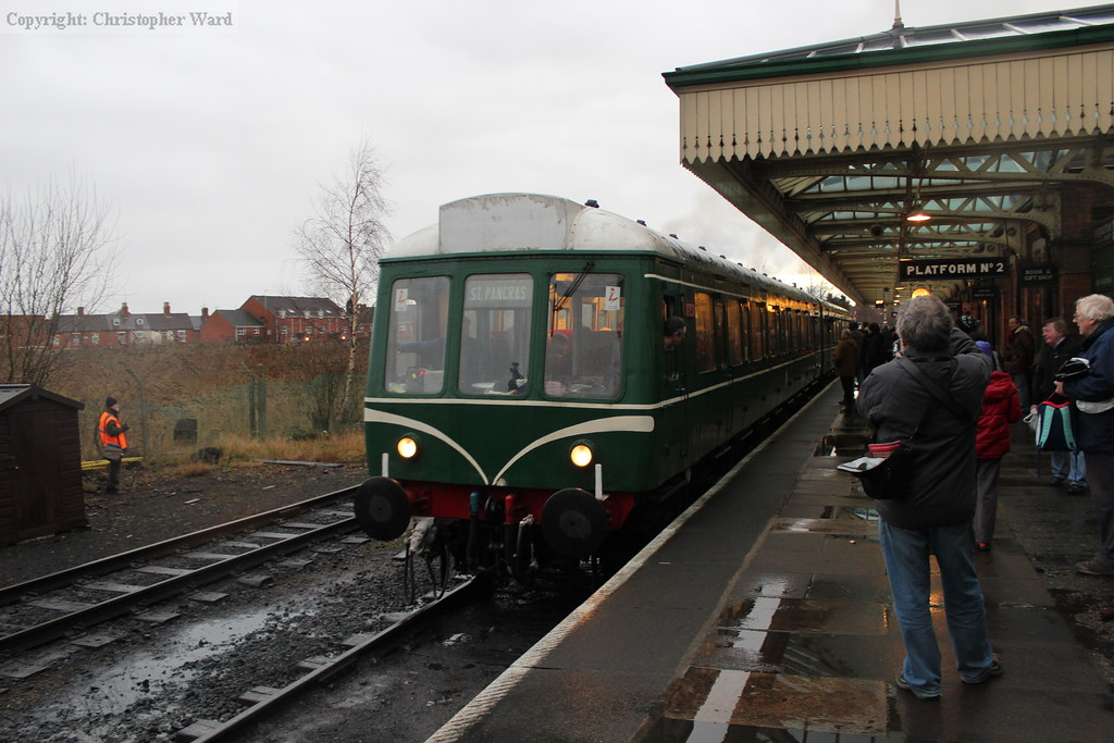 The DMU pulls away from Loughborough with a Rothley service