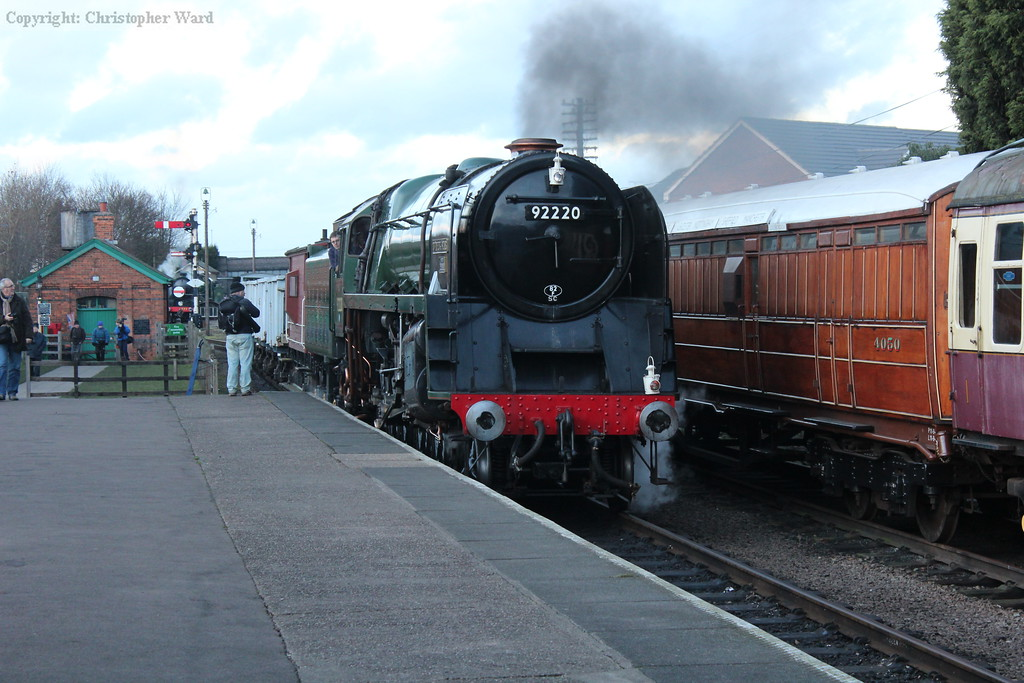 92214 pulls through the station before heading up the line
