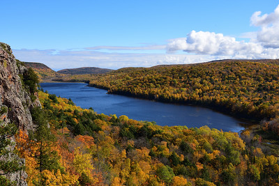 Autumn at Lake of the Clouds
