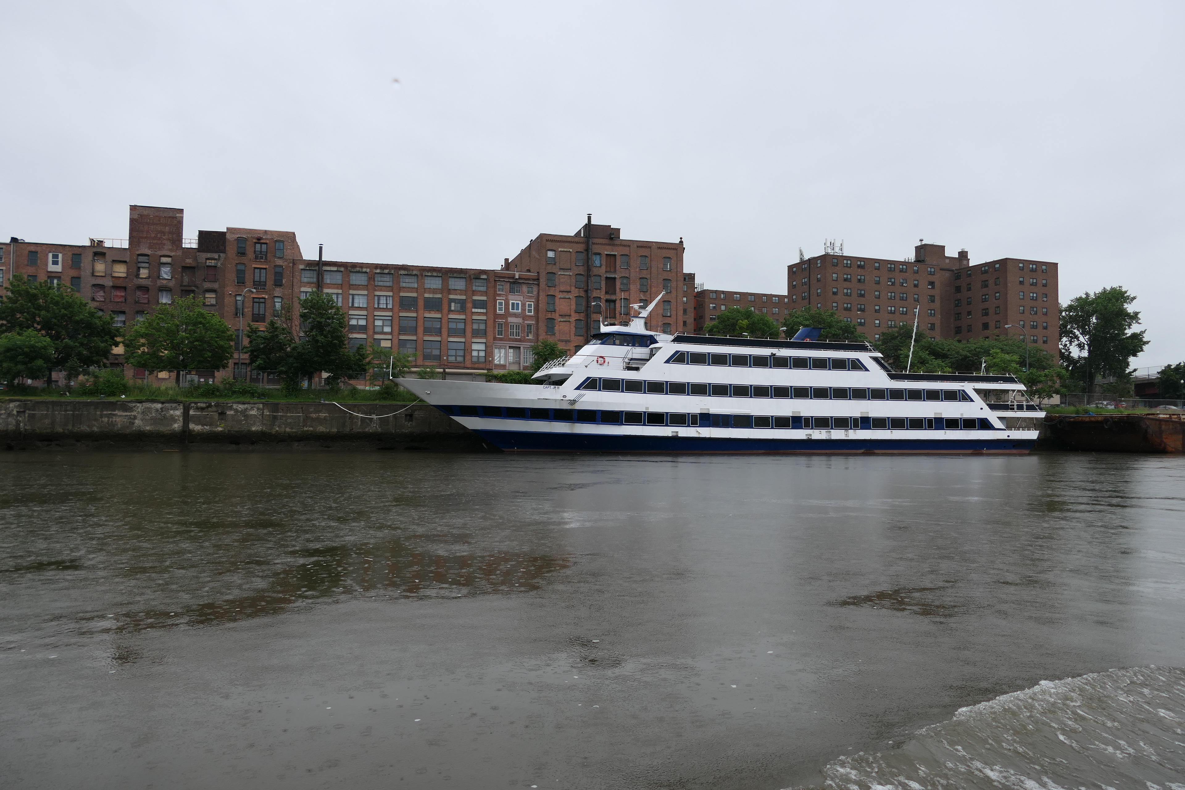 Cruise boats in Troy