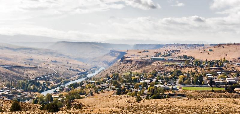Maupin, Oregon.  That's the Deschutes River running through.