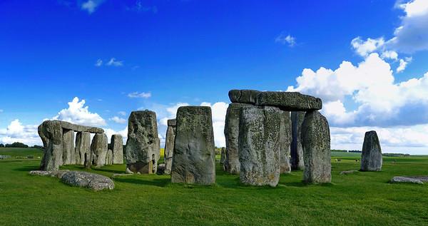 Stonehenge_Pano-Sky_DSC2295