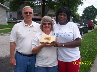 2008 June 09 - Tom and Pat Ginder of Bloomington, IL presenting homeowner Ceneta Hughes with a Greater Blessing Box. tg