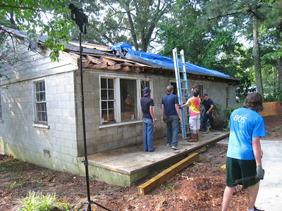 09 06-26 Lillie Miller house - youth mission group works alongside Mrs. Miller and skilled volunteers.    lcf