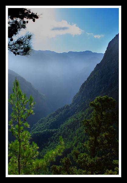 Samaria gorge, The White Mountains morning mist