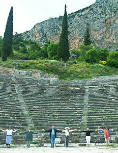 delphi-ruins-prayer-group-2
