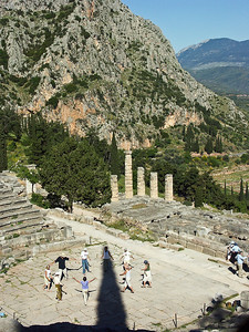 delphi-ruins-prayer-dancing