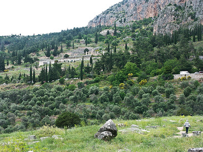 delphi-ruins-greece-2