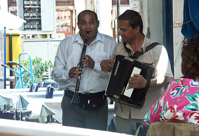 clarinet-accordian-musicians