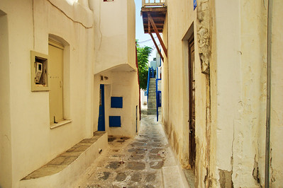 Narrow streets were the rule in Mykonos