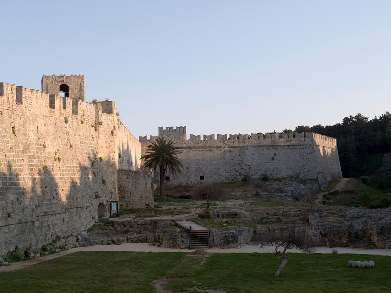 Rhodos oldtown, moat and battlements