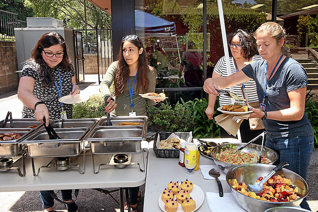 . Lunchtime diners line up for the Friday barbecue on the outdoor dining patio of Green hills Cafe.  (Dan Coyro -- Santa Cruz Sentinel)