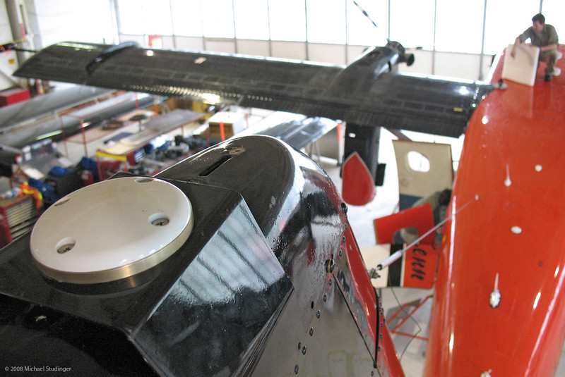 A GPS antenna was installed on the tail of the aircraft. The strobelight that is usually there had to be removed. A second GPS antenna is located on the roof of the aircraft between the wings.