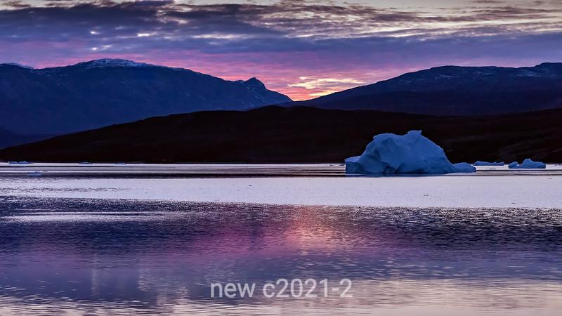 Sunrise with icebergs