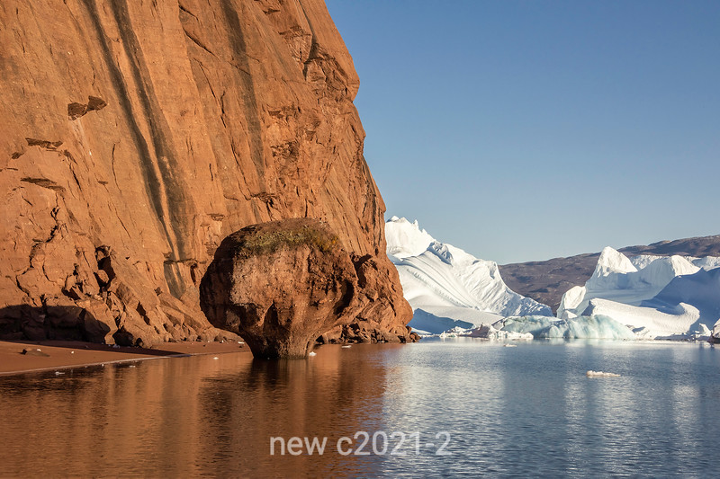 Rock mushroom and stranded icebergs, west side of Rode O by MIlne Land, Scoresby Sund, East Greenland