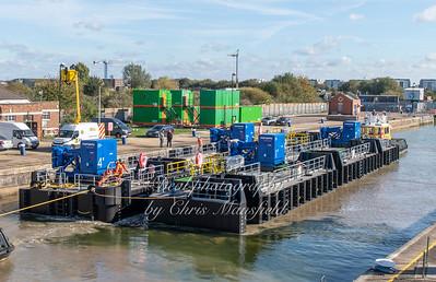 Oct 18th 2018 .  New ferry landing gear arrives in KG5 dock