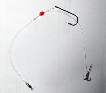 Det færdige Gulp Stinger rig med den forreste krog i en dropper loop, mens den bagerste trekrog er monteret med et stykke tråd