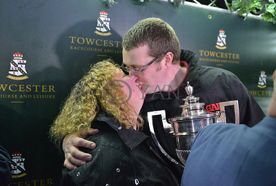 Donna and Kevin Kiss