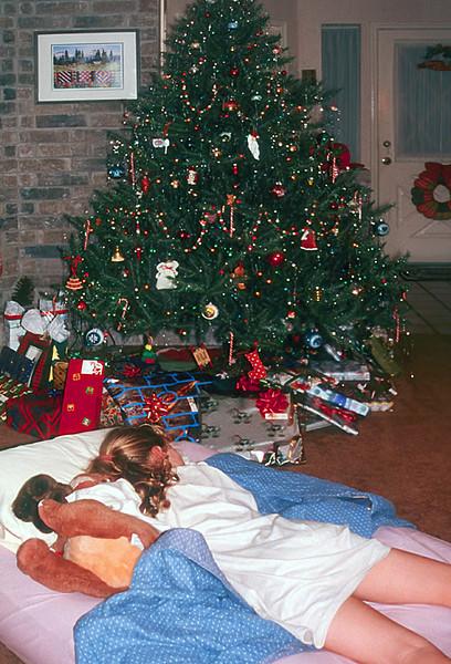 1996/12 Melissa sleeps close to the goodies