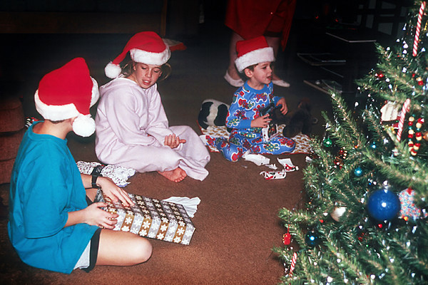 1996/12 Josh Melissa and Ben Christmas morning in Houston