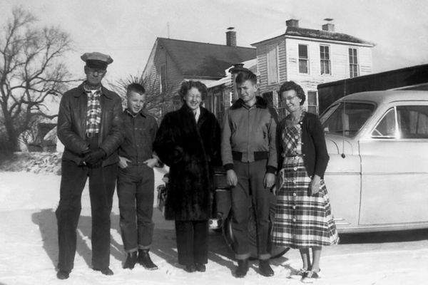 1950 winter - Chalmer, Murry, Mom, Bill and Verna:  A 1950 Christmas visit to Downing, Missouri.  Left to right are Chalmer Murry Staten (mom's dad), Murry Chalmer Grigsby, Elma Mae Staten Grigsby, William Redman Grigsby and Verna Mae Staten (mom's mother).  This would be our last family trip to visit relatives in Missouri and Iowa.