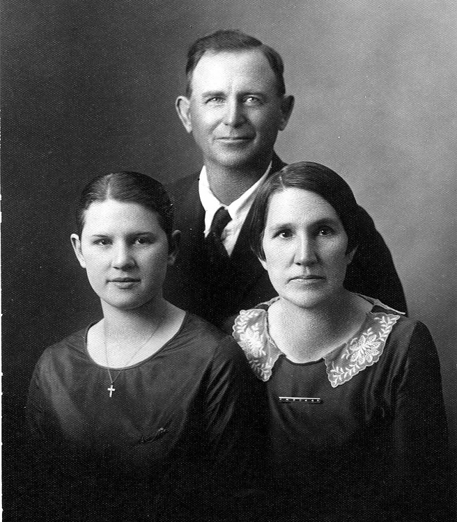 1925 - William Redman, Lida, Hildreth Grigsby:  William and Lida's daughter, Hildreth, was our aunt and married Chester Root.  Photo was taken around 1925 about the time Hildreth graduated from Williamsburg High School.