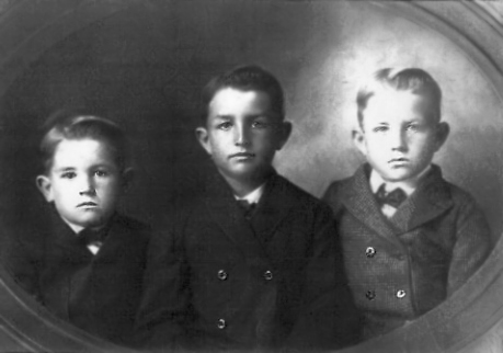 1905 - This photo was made around Williamsburg, KS and it was taken about 1905 before Hildreth or Dad were born.  The  brothers in the picture are from left to right, Walter Donald Grigsby (b. 30 Nov 1900), Charles Wayne Grigsby (b. 20 Oct 1896) and William Theodore Grigsby (b. 12 Aug 1898).  Another brother, George Selden Grigsby, was born June 16, 1902 and died April 9, 1903 and Hildreth was born May 31, 1907.  Bill's conclusion is that this picutre was taken after George Selden died but before Hildreth was born.    Maybe after George Selden (named for Lida Grigsby's father, George Selden Graves) died, Will and Lida wanted to have a photograph of their sons.
