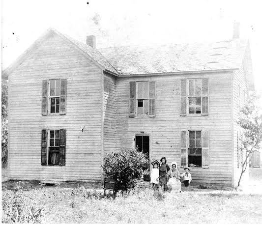 1905 Anna-11, Rose-6, Clara-4 and Bill-4 Miers on old Towanda