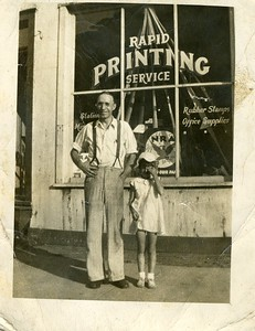 bill_grinstead_sr_in_front_of_his_printing_shop_and_joyce_or_betty_lou_dlg024
