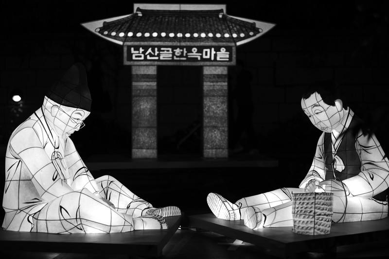 Light figures Seoul