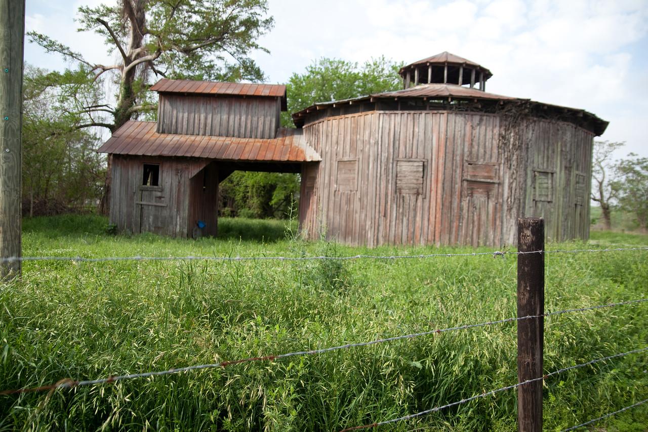 Round Barn - Chatham, MS 33.1006940, -91.0978369
