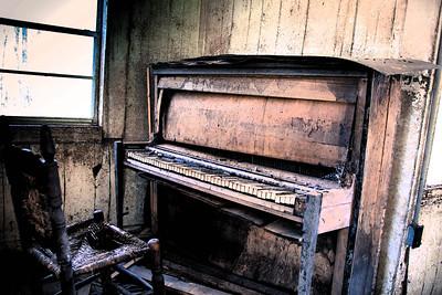 Photo Set - Old Pianos