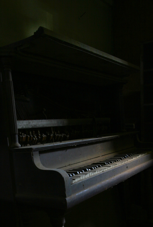 Delta music! Some old pianos and other southern style photos of mississippi music!
