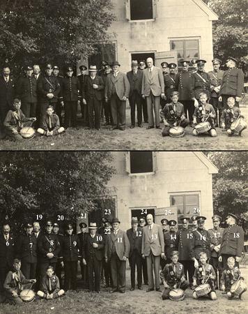 F1570   <br /> Burgemeester, wethouders en politieagenten. Op de voorgrond zitten jonge tamboers van de Katholieke Jongeren Club. Foto: 1937.<br /> <br /> 1<br /> 2Adrie Elst<br /> 3?  Casper<br /> 4?  Berg<br /> 5<br /> 6<br /> 7<br /> 8<br /> 9<br /> 10<br /> 11J.P. Gouverneur<br /> 12Dhr. Vlasveld<br /> 13<br /> 14<br /> 15<br /> 16<br /> 17<br /> 18<br /> 19<br /> 20<br /> 21Dhr. van der Laan<br /> 22<br /> 23<br /> 24<br /> 25<br /> 26