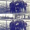 F0392<br /> Foto uit ca. 1920 van de familie Van Zoen, genomen langs de Hoofdstraat tegenover huize St. Bernardus. Op de achtergrond villa Nancy. Ze proberen kennelijk bloemen te verkopen.<br /> <br /> 01Piet van Zoen<br /> 02Maarten van Zoen<br /> 03Huib van Zoen<br /> 04Gerrit van Zoen<br /> 05buurjongen Hoogervorst<br /> 06Henk van Zoen