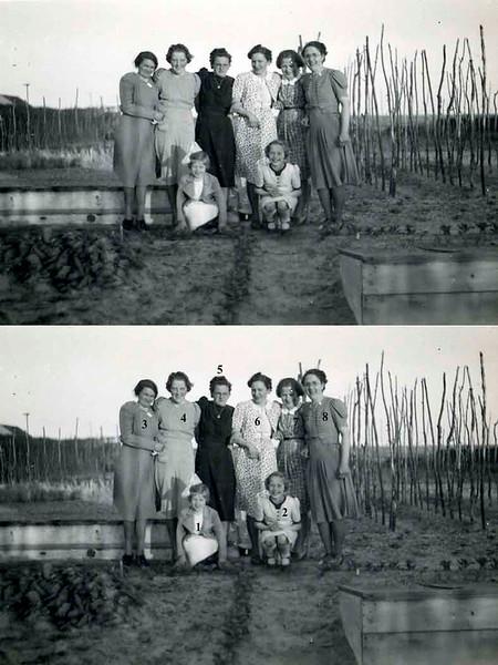 F0221<br /> Foto uit ca. 1941 t.g.v. het huwelijk van Arie Jonker en An Waasdorp (zuster van mevr. Van der Zwet-Waasdorp). Foto is genomen in een tuin ten zuiden van de Bijdorpstraat, waar nu de huidige Hoekstraat is gebouwd.<br /> 01<br /> 02<br /> 03<br /> 04<br /> 05mevr. Diederiks (Jan)<br /> 06<br /> 07<br /> 08
