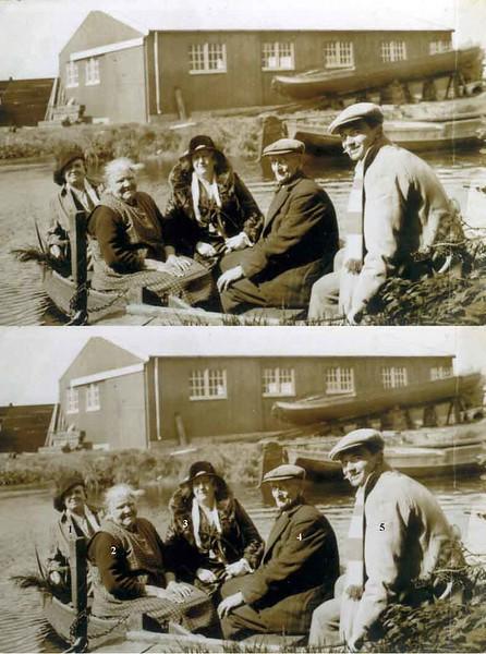 F0167 <br /> Opa Scheepmaker, werkzaam als tuinman op het landgoed Ter Leede. Hij woonde in het witte huisje vóór de ruïne van Teylingen. Hij was de pleegvader van Willem van Harskamp, die later op de 3e Poellaan is gaan wonen. Hier zet Scheepmaker, samen met zijn vrouw, twee bezoekers over die de ruïne willen bekijken. De persoon rechts is onbekend. Op de achtergrond de scheepswerf van De Bruin. Na de fam. Scheepmaker is de fam. Van Klaveren in het witte huisje gaan wonen en zij wonen er nog steeds. Foto: ca. 1930.<br /> <br /> 01<br /> 02 mevr. Scheepmaker<br /> 03<br /> 04 opa Scheepmaker<br /> 05