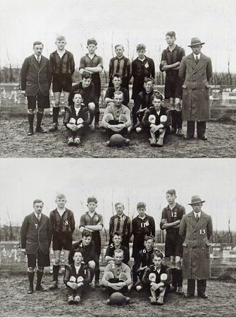 F1521<br /> Voetbalvereniging Teylingen,  het A-juniorenelftal uit 1934<br /> <br /> 01Huug Does<br /> 02Theo Landwer-Johan (keeper)<br /> 03Joan of Henk Deters<br /> 04Aad Wesseling<br /> 05Wim van der Klugt<br /> 06Kok van Beek<br /> 07Harry van Veelen sr. (scheidsrechter)<br /> 08Joop Berg<br /> 09Kees Hoogervorst<br /> 10Adriaan van Kesteren<br /> 11Bep Duchâteau<br /> 12Arie van Dorp<br /> 13P. Burgmeyer (leider)